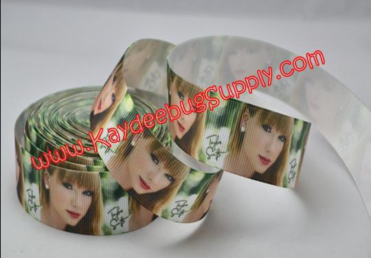 Taylor Swift - 1 inch-music, taylor, swift, pop, star, country, singer